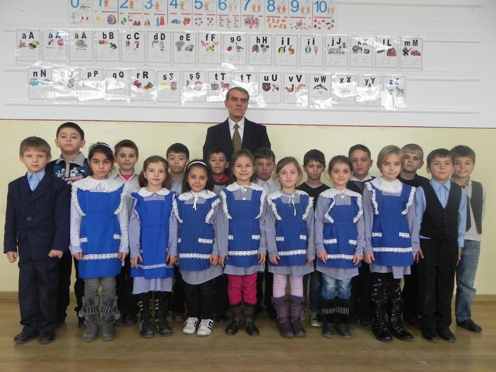 http://www.scoala1buftea.ro/wp-content/gallery/clasa-1-b/clasa-1b.jpg